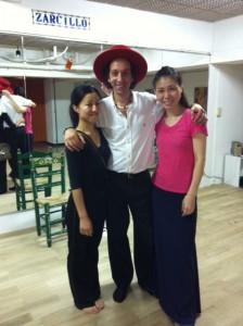 (写真左より)鈴木真衣さん、エミリオ、高木まりさん